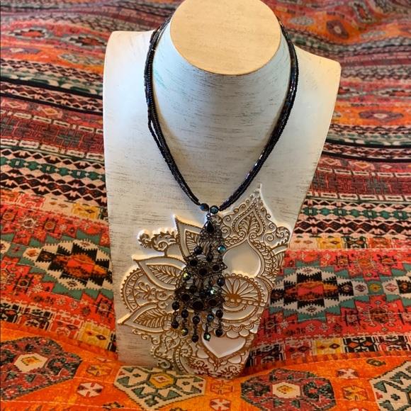 Jewelry - Beaded chandelier choker necklace.